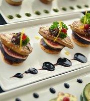 LAVAL Restaurant Lounge