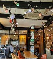 Cafe 737
