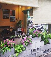 Mon Antisushi Restaurant