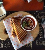 Flor's Cafe Art & Deli