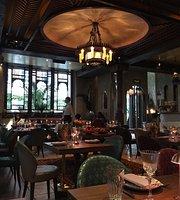 Mo Tea Room and Bazaar