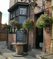 ‪The Gate Inn‬