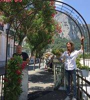 Capri Garden Bar