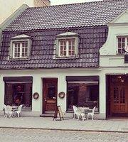 Cosmopolitan Cafe