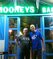Mooneys Irish Bar