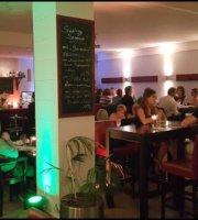 Larry's Bar & Restaurant