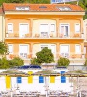 Carloclimb recensioni dell 39 utente tripadvisor for Hotel meuble la spiaggiola numana
