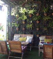 The Batch Coffee & Lounge