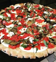 Pizza D'amore At Ceasear Bay