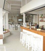 The Mango Beach Bar