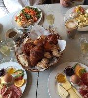 Eclair Au Cafe