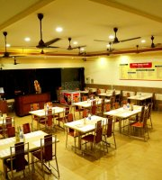 Hotel Shree Aryas Restaurant