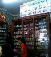 Toko Kue dan Pia Gaya Bali