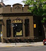 Crisol Gente Tomando Cafe