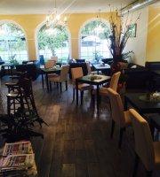 Luna Café Bistro Lounge