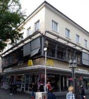 'McDonald's' from the web at 'https://media-cdn.tripadvisor.com/media/photo-i/0d/1b/ce/4a/mcdonald-s-marktstrasse.jpg'