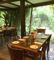 Chateau Hestia Garden Restaurant & Deli