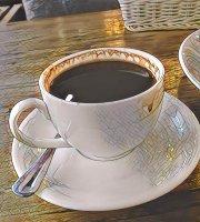 Issy Mason Cafe