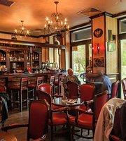 Roland Cafe & Bistro