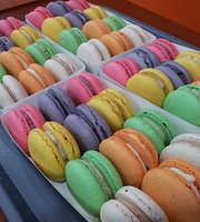 Le Macaron Cafe