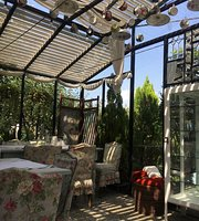 Gardenia Shevardnadze Little Cafe