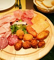 Plana's Deluxe Street Food
