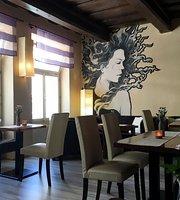 Adore's Cafe