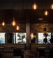 CR7 Coner Bar & Bistro