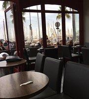 Haagen Dazs Cafe