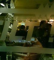 Café Tilt