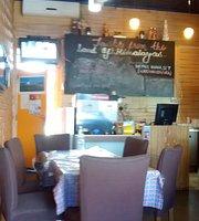 Magic Momo Kafe