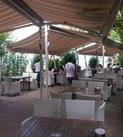 Tesaduf Cafe & Fener Cay Bahcesi
