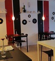 Hella & Pillas Cafe AB