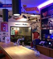 Waikiki American Pizza & Sportsbar