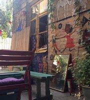 Squat 17b Yard Cafe