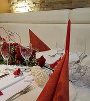 Reyna Restaurant