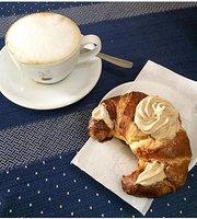 V.I.P.    cafe