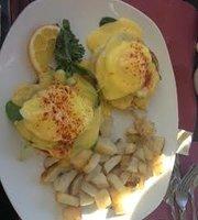 Dali's Cafe