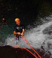 Tur Kano & Menuruni Air Terjun dengan Tali