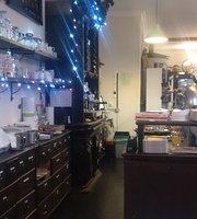 Mae's Café & Restaurant