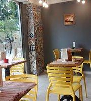 LoLa Cafe