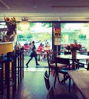 Bernhard Bar Cafe