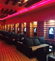 Titos Pub & Lounge