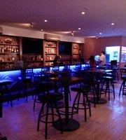 HowlingDogs Bar&Grill
