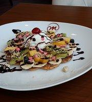 Makarala Waffle & Cafe