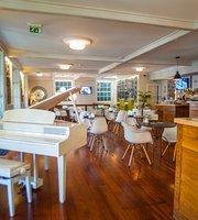 Theo's Bazar Cafe