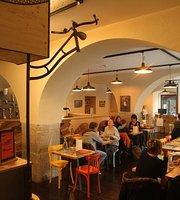 Inukshuk Café Vélo & Outdoor