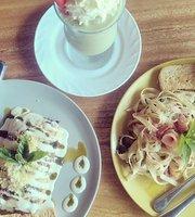 Shenzi's Cafe