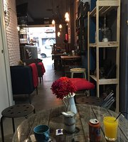 La Fabrika Cafe