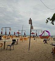 Cormaran Beach Club